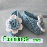 รองเท้าเด็ก โทนฟ้าขาว แต่งดอกไม้