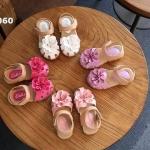 รองเท้าเด็กผู้หญิง แต่งดอกไม้