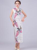 [พร้อมส่ง] ชุดกี่เพ้ายาว ชุดจีนสีขาว แขนกุด ลายนกยูง+ลายดอกไม้